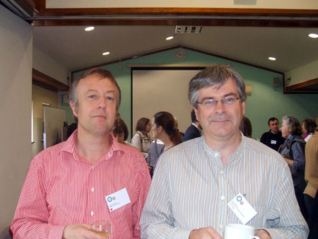 photo (39KB) : Alan Poulter of the University of Strathclyde and Alan Danskin of the British Library enjoying a break